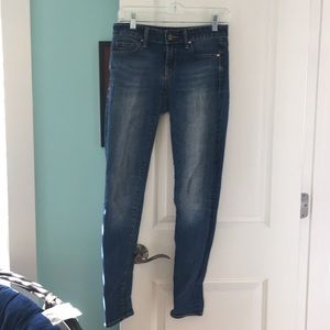 Gap 1969 medium wash always skinny jeans